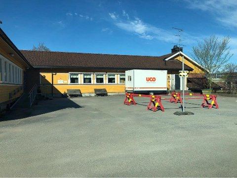 SMITTEKONTOR: Ved familiesenteret har Rakkestad kommune opprettet et eget legekontor for personer som skal ha konsultasjoner for luftveisproblemer og kan bli testet for korona. Foto: Marita Lundsrud Berg