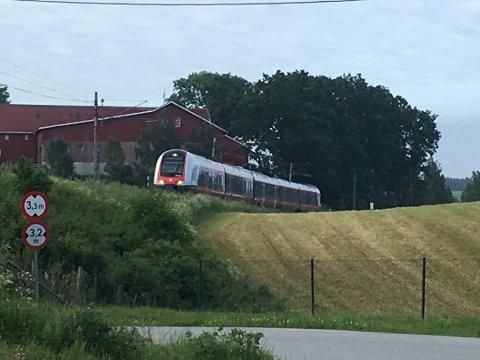 Kollektivtilbud: En av leserne ønsker seg buss og tog som gikk oftere og mer direkte.