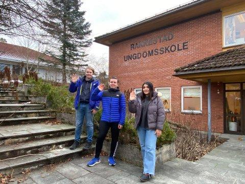 SMARTINGER: Johannes Vatvedt (10D), Melvin Fosser (10C) og Hagjere Sadriju (10D) fra Rakkestad ungdomsskole er videre til selveste landsfinalen i Klassequizen.