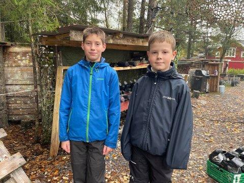 Hadde det gøy: Trygve Kaatorp (12) og Oddbjørn Kartnes (10) hadde det veldig gøy på Fagerås Feriekoloni, hvor de fikk spille paintball.