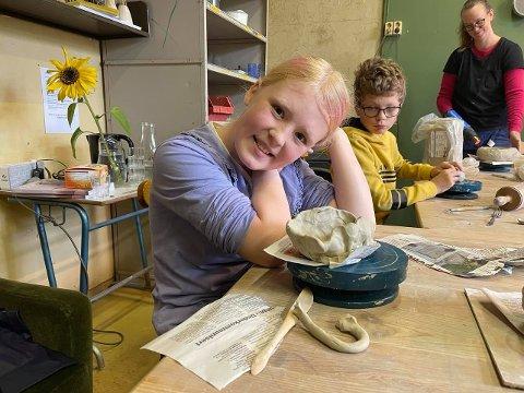 Morsomt med keramikk: Agnes Helmine Myrhvold- Olsen (9) synes det var morsomt med keramikk.
