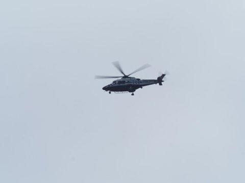 Politihelikopteret var med i den store politiaksjonen da en vodkastinn raksting løsnet en rekke skudd med ei hagle.