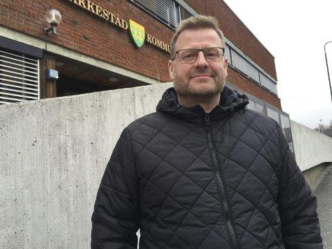 Assisterende rådmann i Rakkestad kommune, Steffen Tjerbo, forteller at kommunen tilbyr drop-in-vaksinering til sine innbyggere tirsdag 20. juli.