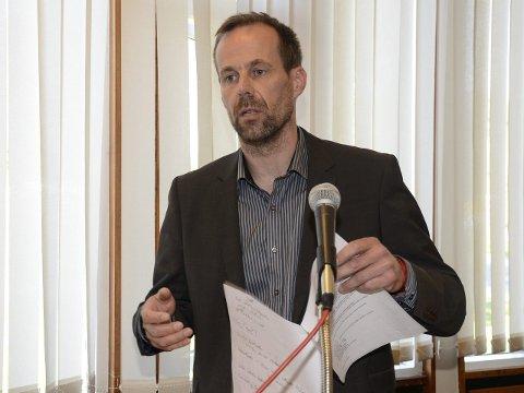 HAR KONTROLL: Ordfører Kjell Joar Petersen-Øverleir mener Hemnes kommune har kontroll på økonomien og at administrasjonen gjør en bra jobb. – I flere år er det blitt jobbet knallhardt for å ta ned driftsnivået, slik at  utgiftene harmonerer med inntektene, sa han. Foto: Arne Forbord