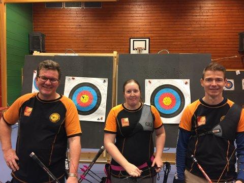 Asbjørn Hansen (t.v.), Trine Gabrielsen og Geir Klingenberg, sistnevnte leder i Rana bueskytterklubb, vil nå aktivisere funksjonshemmede.