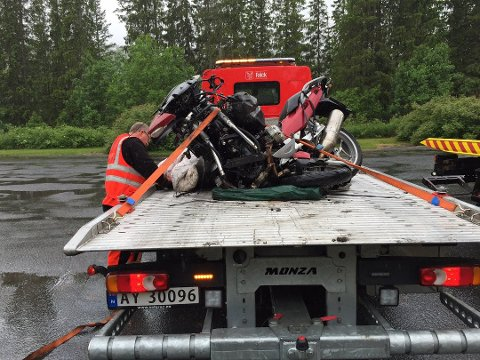 Helgeland Bilberging tok hand om den døde MC-førerens motorsykkel - en stor BMW.