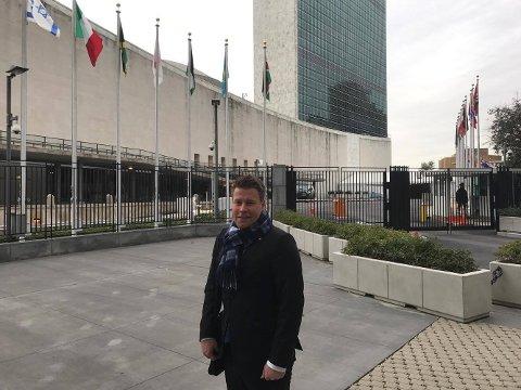Halv ett lokal tid, skal Elnar Remi Holmen, statssekretær i Olje- og enrgidepartementet, holde tale for ministere fra en rekke land, i FNs bygg i New York.