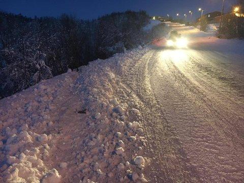 Av veien: Her har bilen kjørt av veien, på Nordøyvegen i Tromsø.