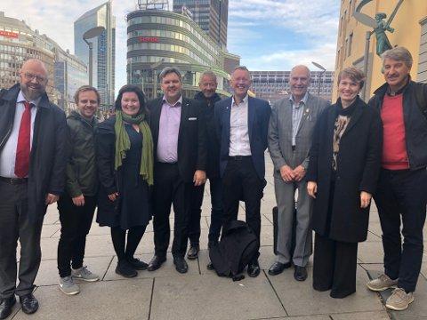 Geir Waage (Ap), Mats Hansen (V), Anita Sollie (H), Jonny Finstad (H), Erik Wulfsberg (PLU),  Henrik Johansen (PLU), Allan Johansen (FrP), Aino Olaisen (PLU) og Kenneth Svendsen (FrP).
