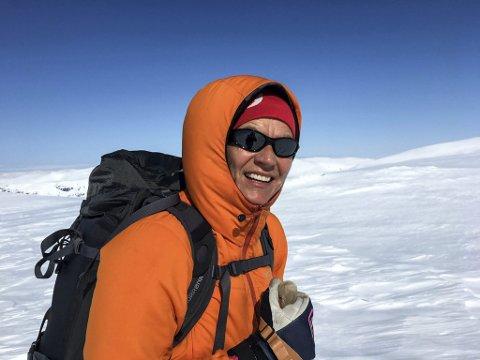 Bildetekst: Mette Varem henter påfyll av energi ute i naturen. Her fra en skitur på Okstindbreen.