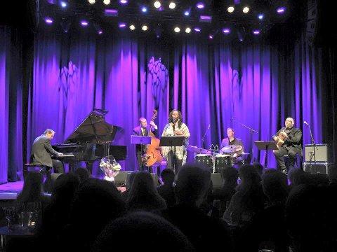 Julekonsert: England Brooks med band skal sette publikum på Teaterkafeen i julestemning.