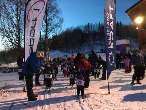 Rundt hundre unger deltok i skicrosscupen i Klokkerhagen.