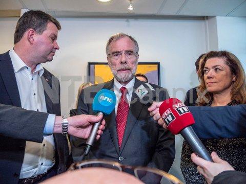 NHO leder Kristin Skogen Lund, Riksmekler Nils Dalseide, og LO-leder Hans-Christian Gabrielsen etter meklingen mellom NHO, LO og YS.