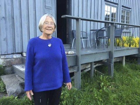 Tutta Anna Laukholm (77) tilbringer fire måneder i året på sommerstedet sitt i Bindalen, resten av året er hun i Terråk.