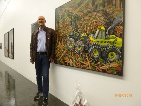 debutant: John-Anton Sandnes (70) er stolt over å ha fått sitt bilde: «Biofuel for future» med på Høstutstillingen.