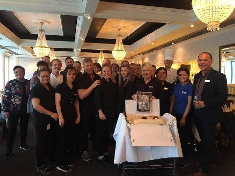 I dag ble de ansatte på Scandic Meyergården Hotell feiret med musserende drikke og kake.