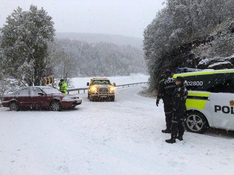 Bodø: En bilist hadde ikke lagt om til vinterdekk og dermed skled bilen over i motsatt kjørefelt ned fra Bestemorenga i Bødø. Det resulterte i førerkortbeslag.