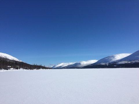 SKUTERFRITT: Selv på flotte marsdager er det skuterfritt på Nedre Fiplingvatn.