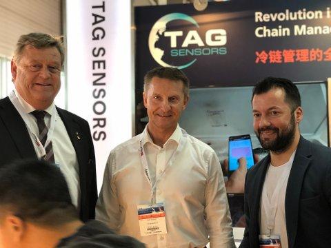 Fiskeriminister Harald T. Nesvik (t.v.) møtte konsernsjef Knut Nygaard og Tomi C. Johansen fra TAG Sensors i Kina.