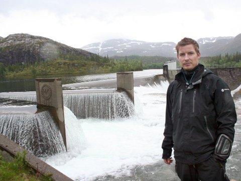 Det er iverksatt en gransking etter at vann kom inn i en tunnel der fire arbeidere fra Bleikvassli Gruber jobbet. - Det er viktig at vi lærer fra slike henvendelser, sier konserndirektør for Helgeland Kraft Vannkraft, Torkil Nersund.