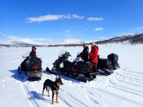 Snøscooter og blant annet rekreasjonsløyper har skapt et voldsomt engasjement den senere tid. Her fra en befaring på Umbukta, der også ordfører Geir Waage var med.