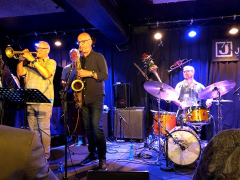 Dean/Riisnæs Quintet gledet festivalpublikumet lørdag kveld med frontfigurene Kevin Dean fra Canada på trompet og Knut Riisnæs på saksofon. På trommer Truls Rønning.
