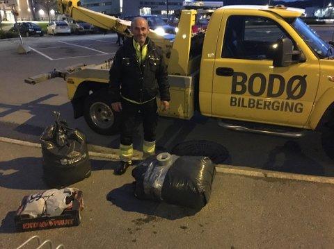HJEMOVER: Her er tungtransportsjåføren Alex ferdig pakket med alt han eier og har, på vei til togstasjonen i Bodø.