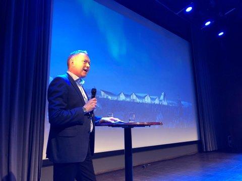 Henrik Johansen på scenen under Gallaria.