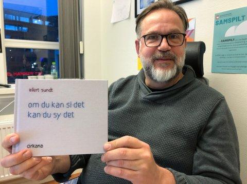 FORFATTER: Eilert Sundt sluttet aldri å brodere, og nå gir han ut bok hvor han viser fram det han har brodert. Foto: Trond Ivar Lunga