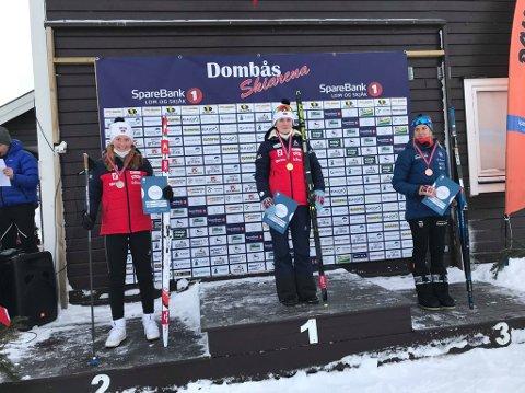 Åsne Skrede (t.v.), som ledet foran den siste skytingen, fikk to bom og ble dermed forbigått av gullvinner Marthe Kråkstad Johansen.