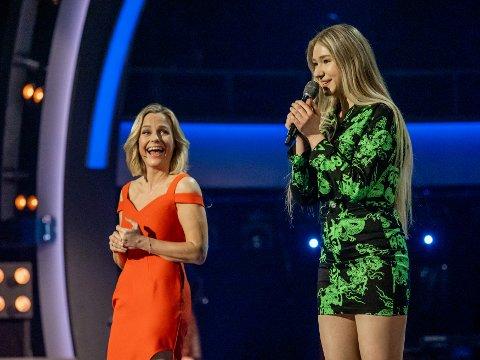 Anna Anita Jaskiv og Solveig Kloppen på dagens direktesendte Idol-sending på TV2.