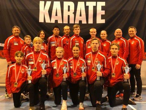 Rana Karateklubb forsynte seg godt av premiebordet i NM. Det ble fire gull og ti medaljer totalt i Sarpsborg.