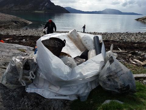 Det ble i fjor samlet inn 41 tonn søppel på Helgeland, halvparten av dette i Lurøy kommune.