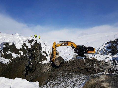 Anleggsarbeidet på Øyfjellet vindkraftverk startet opp igjen torsdag morgen.