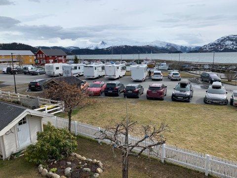 Styreleder i Hemnes Båt- og Sportsfiskeforening, Roger Stensen, reagerer på at man ikke respekterer at  parkeringsplassene er satt av til bobiler.