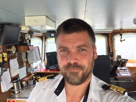 Karl-Johan Steiro er skipper på bilferja Tomma, som trafikkerer sambandet mellom Nesna, Hugla, Handnesøya og Tomma. At det er stort trykk i trafikken er ifølge Steiro ikke noe nytt.