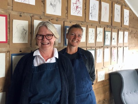 Kerstin Marthinsen (t.v.) og Lill-Harriet Jonassen har travle dager på Myken.