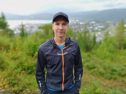 Lars-Andreas Østvik jobber i dag for Helgeland Kraft, men er også involvert i idretten.