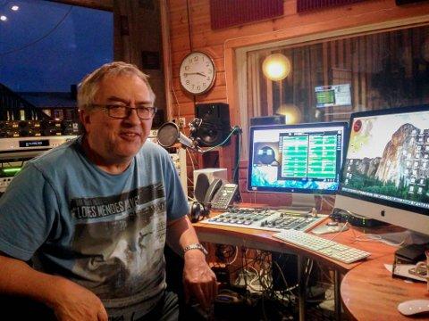 INNRØMMER FYLL PÅ RADIO: Nils Martin Kristensen er redaktør i GLR i Kautokeino.