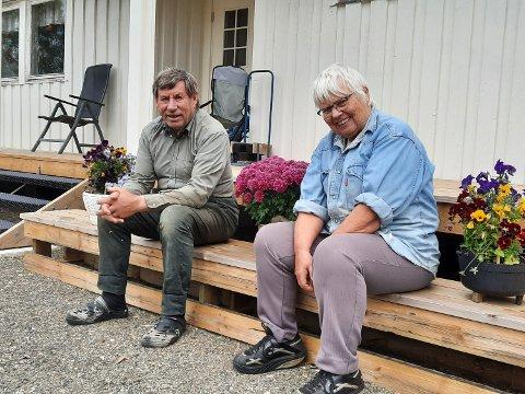 GÅRDEN: John Erlandsen bor fortsatt på erstatningsgården de fikk, men han og kona, Anne Bratten Erlandsen, har bygd seg nytt hus.