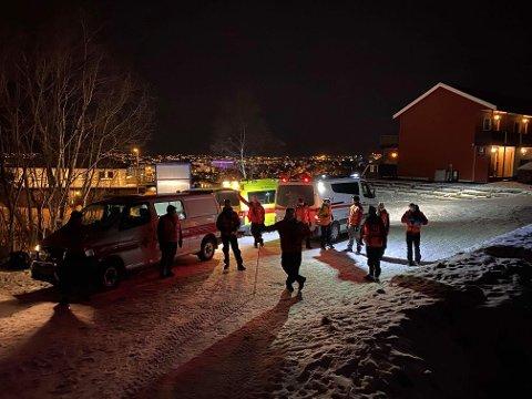 Ambulanse og Rana Røde Kors ble mandag kveld kalt ut på et redningsoppdrag. Ambulansen ventet nede i Fageråsen, mens redningsmannskapet fikk fraktet mannen ned fra Finnsetveien.