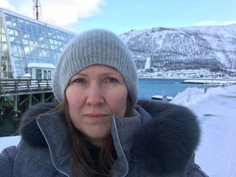 Teatersjef for Nordland Teater, Birgitte Strid, ankom Tromsø i går kveld. Strid gleder seg over å kunne turnere i nord, men fortviler over nye begrensninger i kapasitet og et tap på 1,1 million kroner.