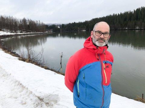 Leder i Naturvernforbundet i Rana og omegn, Frode Solbakken, sier en revisjon av konsesjonsvilkårene for Ranavassdragene er langt på overtid.