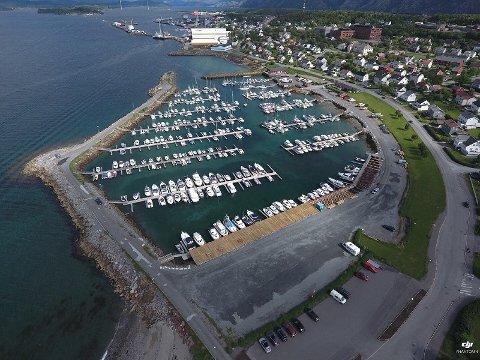 TREDJEPLASS: Bobilcampen tilknyttet småbåthavna i Sandnessjøen er den tredje beste i landet nasjonal kåring.