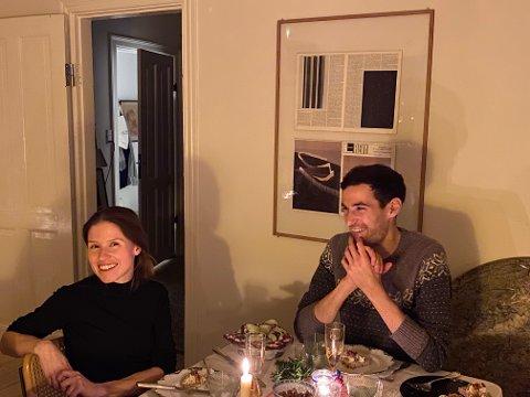 Hjemme hos arkitekten i København. Anita og kjæresten Thomas liker seg meget godt i leiligheten på Nørrebro. Her lager de gjerne mat og dekker til fine bord for seg selv eller venner. Men drømmen er å få flytte hjem til Helgeland og designe og bygge drømmeboligen her.