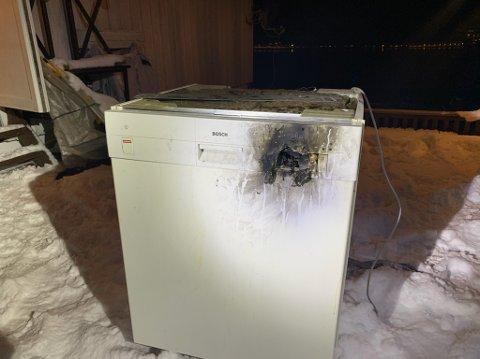 Det var denne oppvaskmaskinen som tok fyr i en bolig på Båsmoen torsdag kveld.