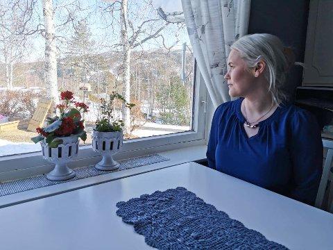 TUNGT: Linn Anette Gundersen har hatt en tøff barndom, og etterlyser hvor oppfølgingen ble av. I voksen alder flyttet hun til Sandnessjøen og fikk oppfølging gjennom Helgelandssykehuset.