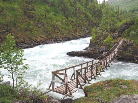 Grunnet skader som følge av ras og flom, er hengebroene ved Bredekfossen og Tespa midlertidig stengt.