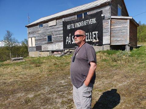 John Charles Sandvær skal nå selge eiendommen på Sjonfjellet.