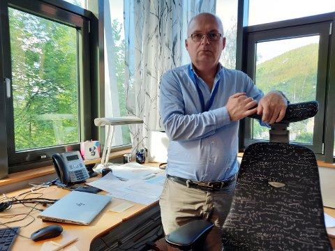 RÅDMANN: Erlend Eriksen advarer mot kommunens anstrengte økonomi.